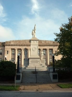 Front Full View - - Civil War Memorial image. Click for full size.
