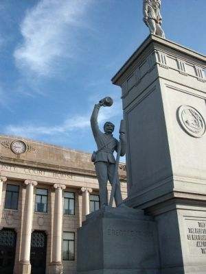 Long View - - Left Statue - Civil War Memorial image. Click for full size.
