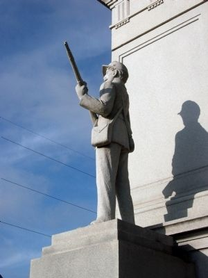 Obverse of Right Statue - - Civil War Memorial image. Click for full size.