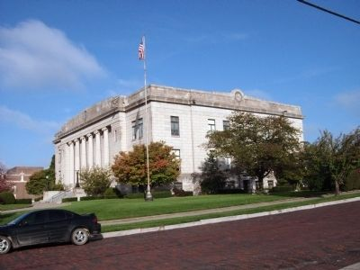 South East Corner - - Daviess County Courthouse image. Click for full size.