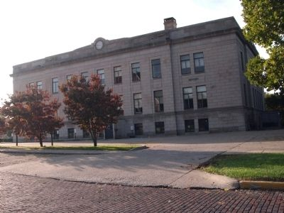 North Side - - Daviess County Courthouse image. Click for full size.