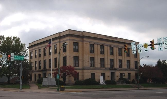 Pike County Courthouse -and- Pike County War Memorial image. Click for full size.