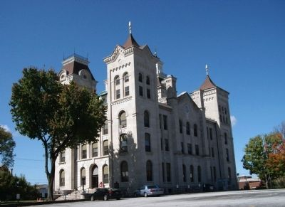 North East Corner - - Knox County Courthouse image. Click for full size.