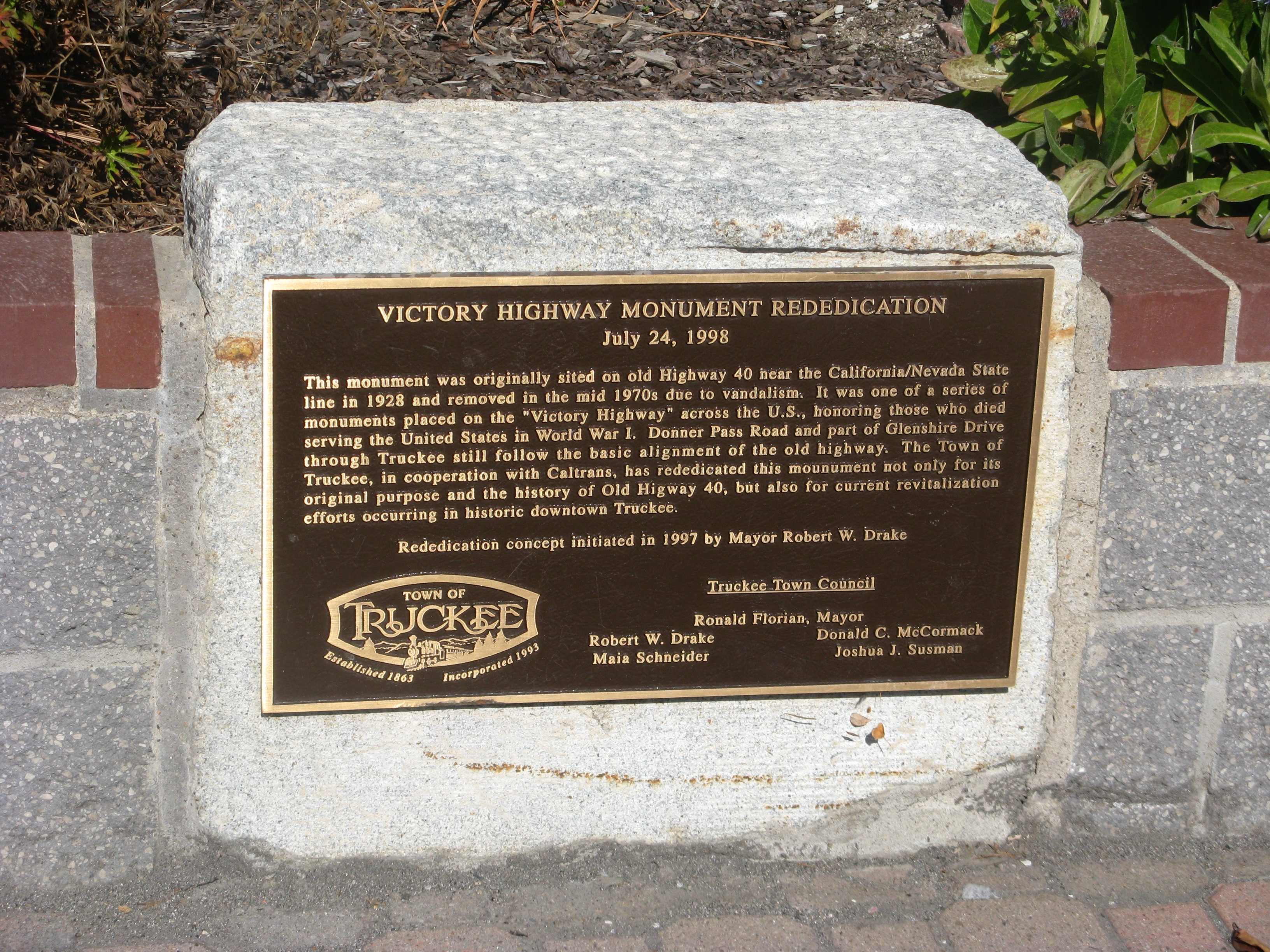 Victory Highway Monument Rededication Marker