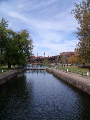 Great Lock (facing upriver) image. Click for full size.