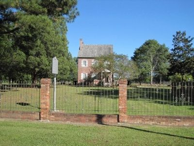 The Foscue Plantation House and Marker image. Click for full size.