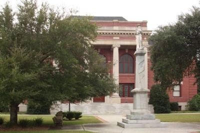 Confederate Monument at the Clarendon County Courthouse image. Click for full size.