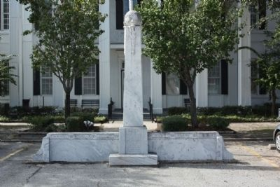 Clinch County WW II Memorial at the Courthouse image. Click for full size.