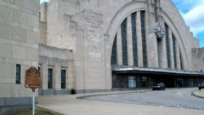 Cincinnati Union Terminal and Marker image. Click for full size.