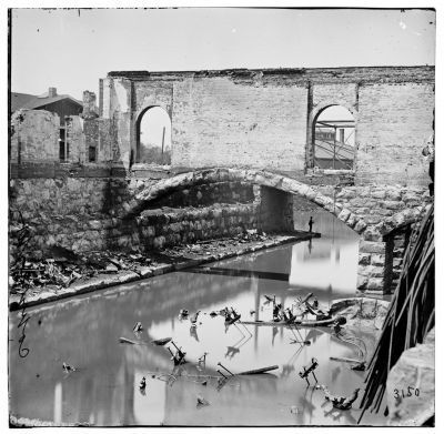 Richmond, Virginia. Ruins along the canal. image. Click for full size.