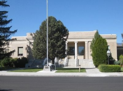 Wide View of Douglas County Courthouse and Marker image. Click for full size.