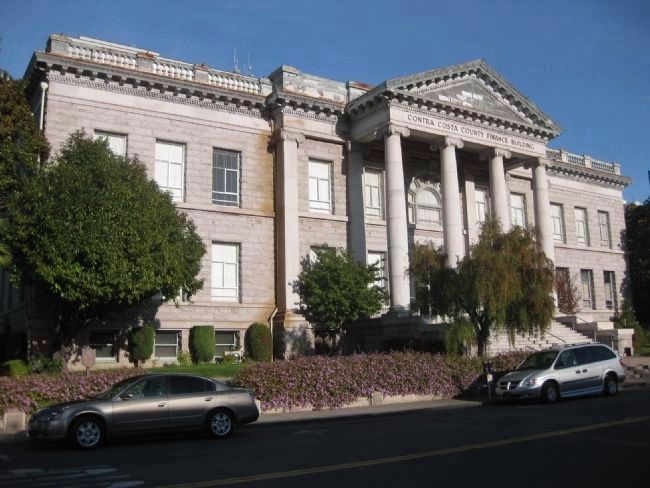 Contra Costa County Courthouse image. Click for full size.