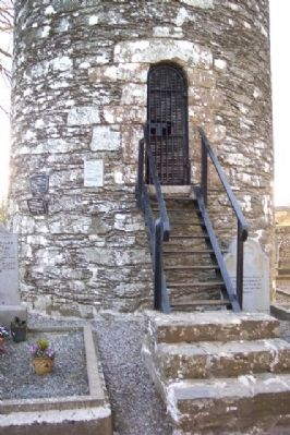 Round Tower and An Cloigtheach Markers image. Click for full size.