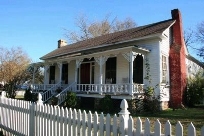 Jonathan Bass House Museum image. Click for full size.