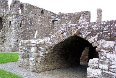 Bective Abbey Arch and Ruins image. Click for full size.