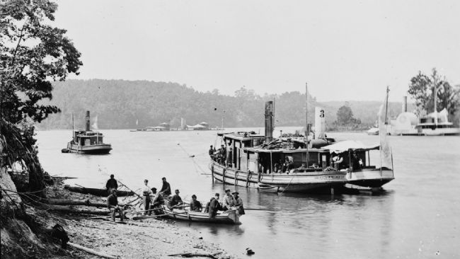 Transport Linda of Philadelphia and a monitor on the James River. image. Click for full size.