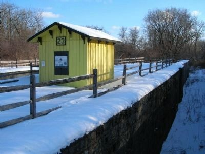 Enlarged Erie Canal Lock 23 Marker and the West Lock Chamber image. Click for full size.