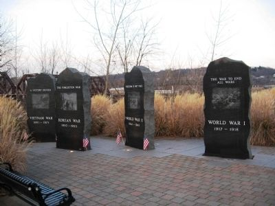Shelton Veterans Monument image. Click for full size.