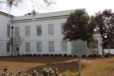Walterboro Marker at the Colleton County Courthouse, Northwest Lawn image. Click for full size.