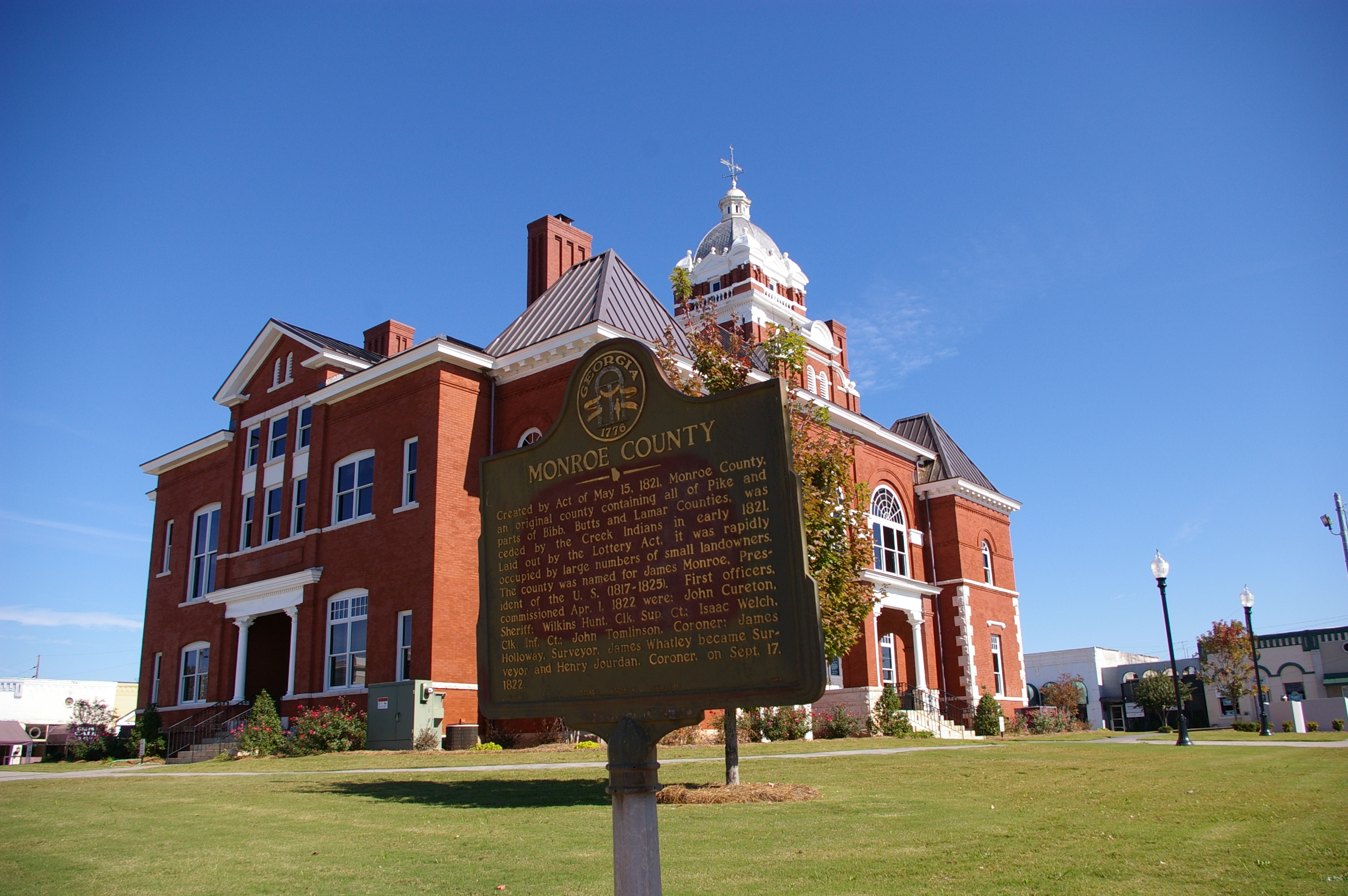 Monroe County Marker and Courthouse