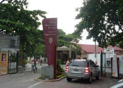 Outer Gate (entrance off Av. Atlântica) to <i>Forte de Copacabana/Museu Histórico do Exército image. Click for full size.