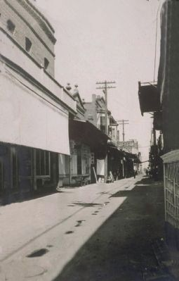 China Alley 1905 image. Click for full size.