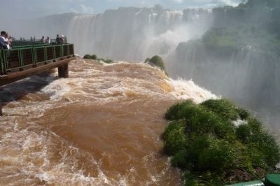 Lower Brazilian Falls, view toward Argentina image. Click for full size.