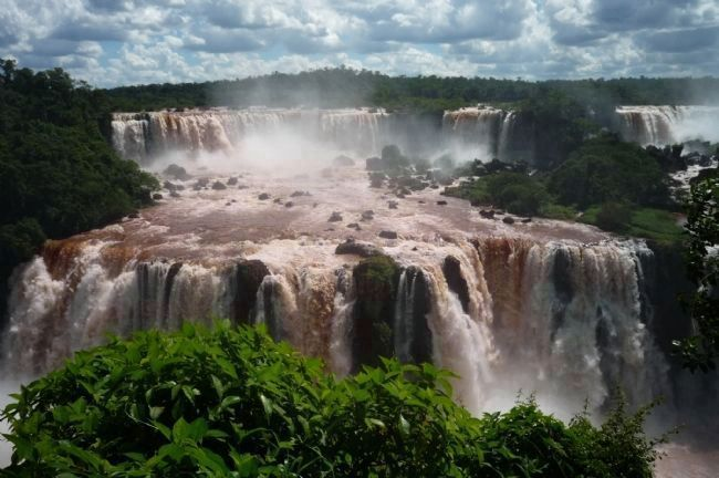 Argentine <i>Cataratas</i> viewed from Brazil - across the Rio Iguaçu image. Click for full size.