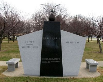 2nd Bomb Group (H) Memorial (back) image. Click for full size.