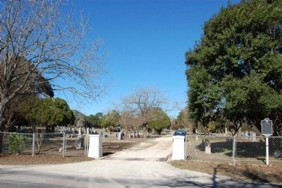 Live Oak Cemetery image. Click for full size.