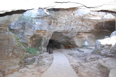 Entrance to Longhorn Caverns image. Click for full size.