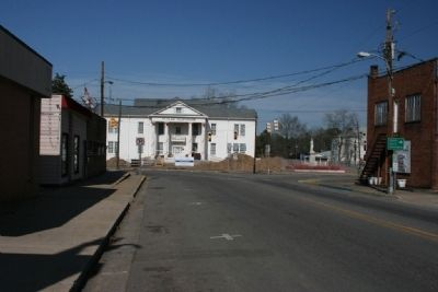 The St. Clair County Courthouse in Ashville built in 1844 image. Click for full size.
