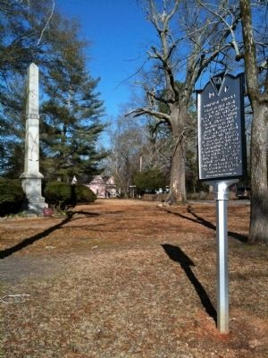 Marker and Memorial to Confederate Dead image. Click for full size.