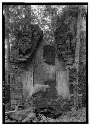 Crowfield Plantation Northeast chimney detail image. Click for full size.