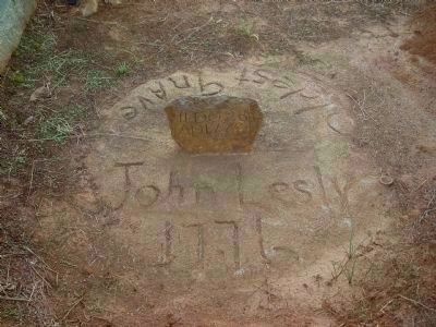 Tombstone for John Lesly image. Click for full size.