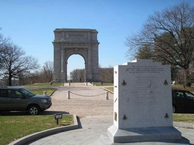 Freemasons Monument and Memorial Arch image. Click for full size.