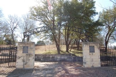 Salado College Gate image. Click for full size.