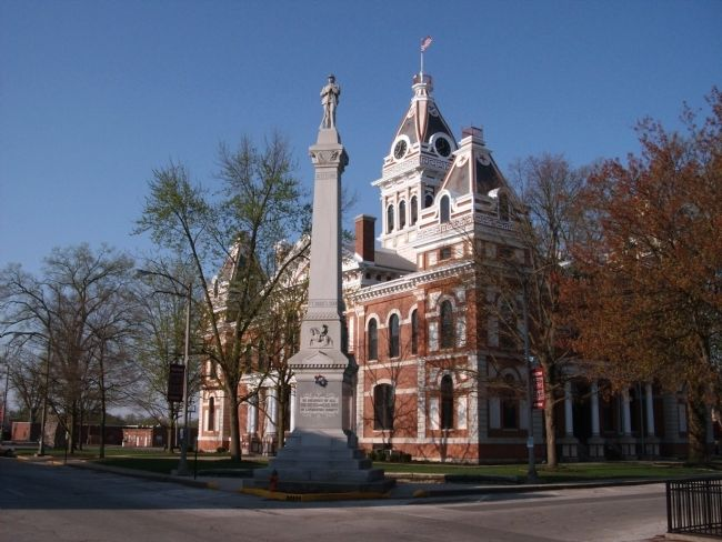 Civil War Memorial & Livingston County Courthouse - Pontiac, Illinois image. Click for full size.