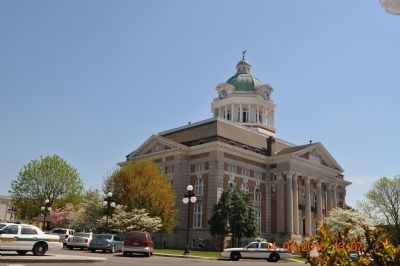 Pulaski Courthouse image. Click for full size.