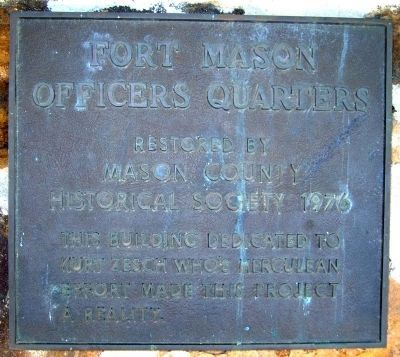 Marker on officers quarters at Fort Mason. image. Click for full size.