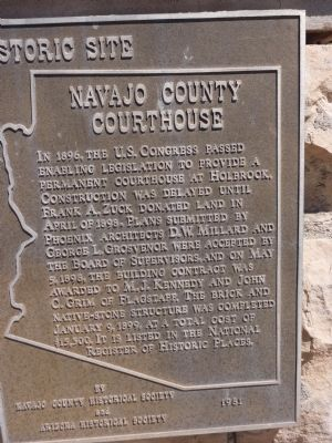 Navajo County Courthouse Marker, Holbrook, Arizona image. Click for full size.
