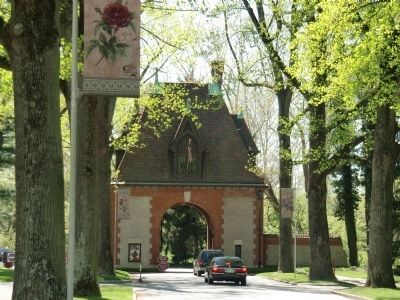 Gatehouse off U.S. Rte 25 - near marker at entrance to the Biltmore Estate image. Click for full size.
