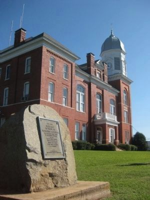 Taliaferro County World War I Memorial and Taliaferro County Courthouse image. Click for full size.