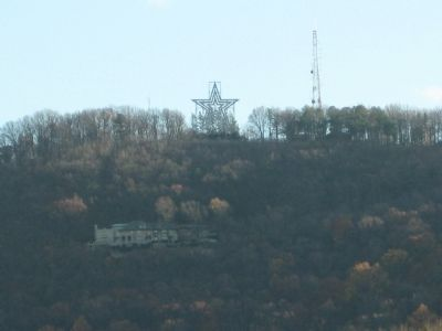 The Roanoke Star atop Mill Mountain Park image. Click for full size.