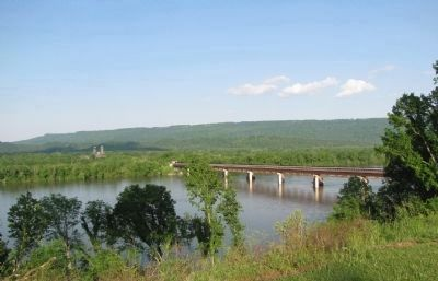 Tennessee River bridge image. Click for full size.