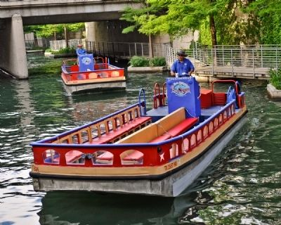 Shallow Barges Ferry Passengers along the San Antonio River image. Click for full size.