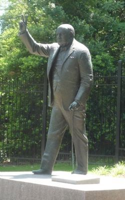 Sir Winston Churchill Statue image. Click for full size.