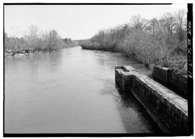 Columbia Canal downstream (north to south), canal at right image. Click for full size.