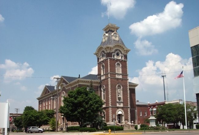 Henry County Courthouse -and- Civil War Memorial image. Click for full size.
