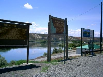 Oregon Trail Markers in Glenns Ferry, Idaho image. Click for full size.